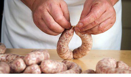 Мясоперерабатывающее предприятие в Алтайском крае начало выпускать колбаски по традиционному польскому рецепту