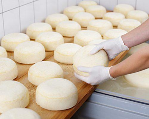 Суд отклонил требования к «Мираторгу» о запрете продавать адыгейский сыр