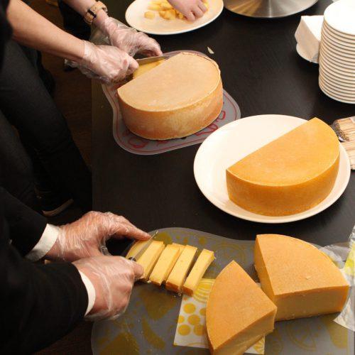 Роспотребнадзор дал рекомендации по выбору сыра