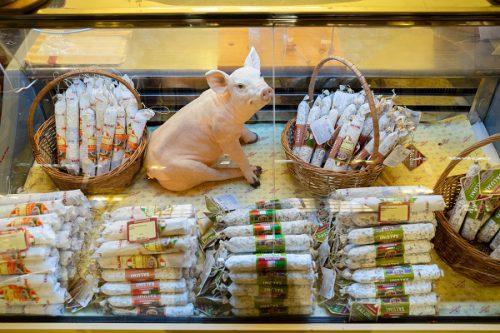 Эксперты: почему экспорт мяса опережает поставки готовой продукции