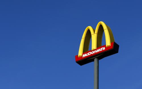 Макдоналдс закупает 1,8% от производимых в России сыров