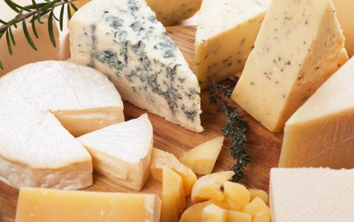 Ежегодно в мире производится более 20 млн тонн различных сыров