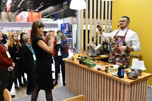 Ашан, Перекресток, Metro, Дикси закупят новые продукты на выставке Петерфуд