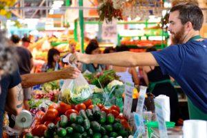 Развитие малых форм торговли в регионах стимулируют на федеральном уровне