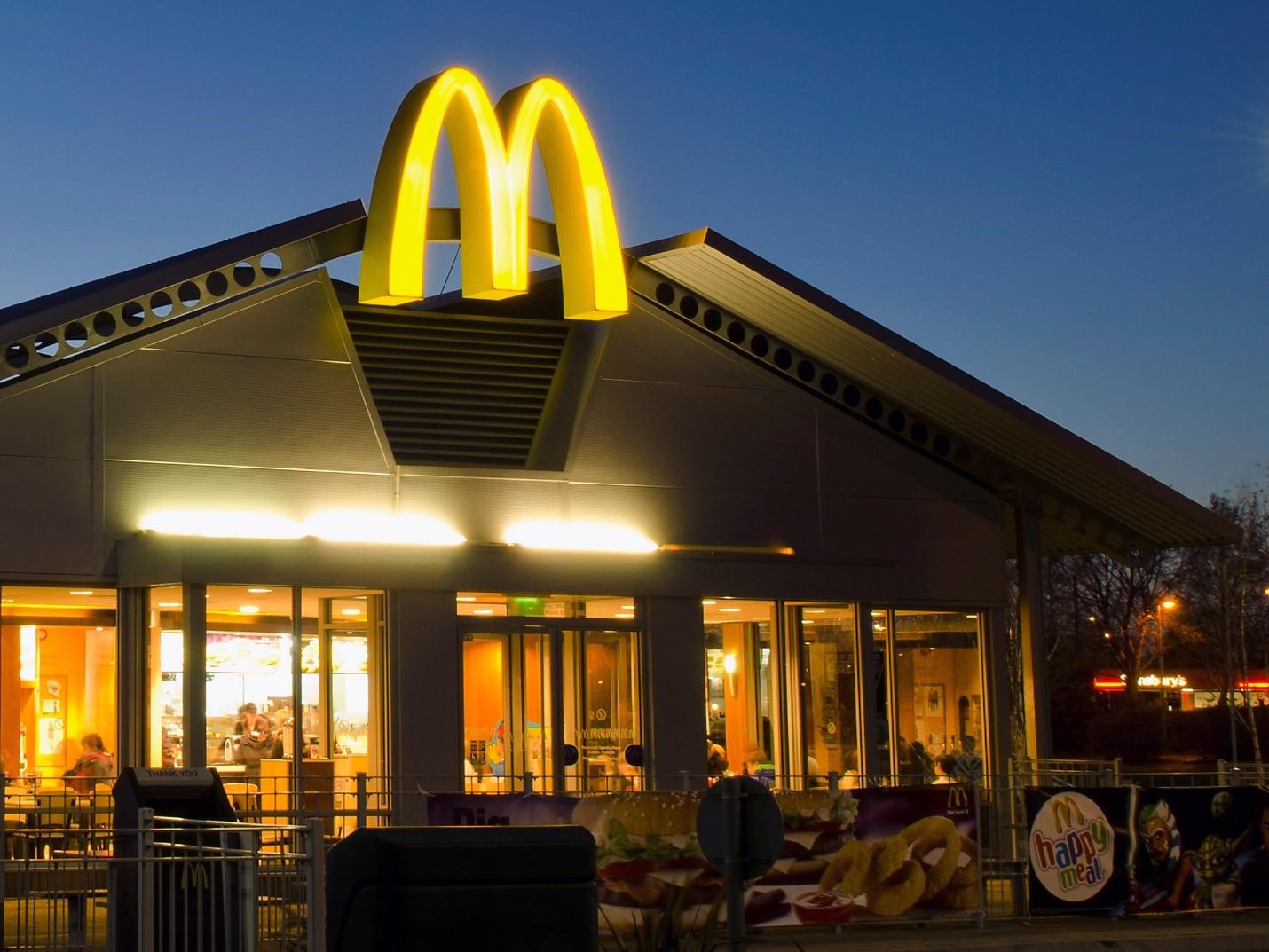 Макдоналдс начал работать с «Эконивой»