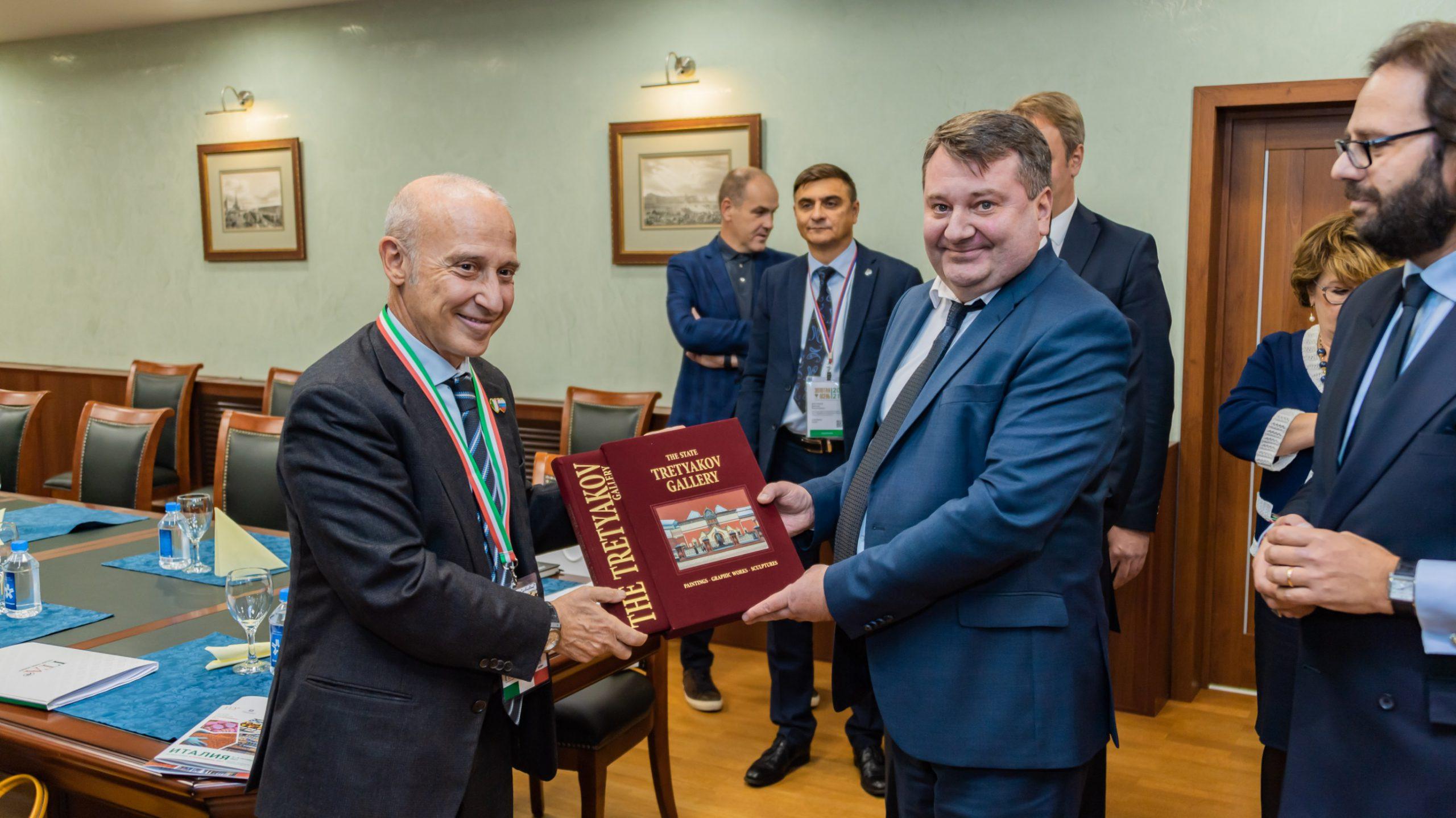 Алексей Вялкин встретился с Чрезвычайным и Полномочным Послом Италии